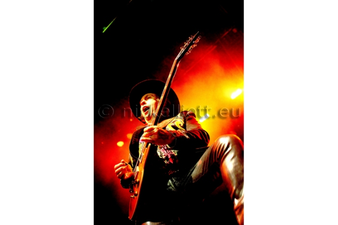 Dave Hill performing live with Slade at Kings Lyn Corn Exchange 5 November
