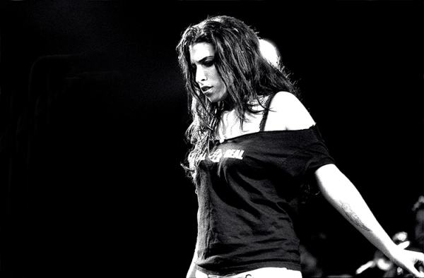 Amy Winehouse performing live at Summer Sundae